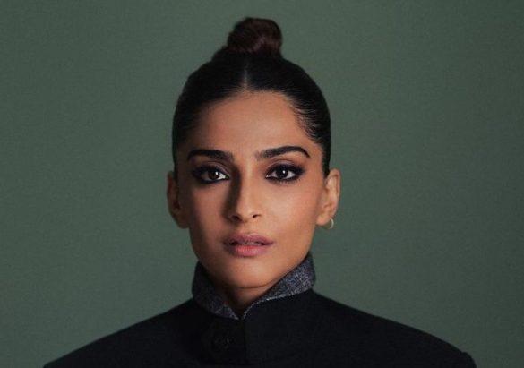 Sonam Kapoor's all-black smokey fi